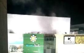 Incêndio atinge shopping em Jardim Camburi, em Vitória