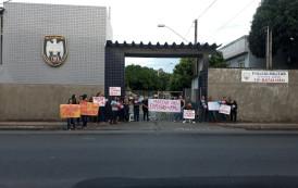 Familiares de policiais militares protestam no Sul do Estado