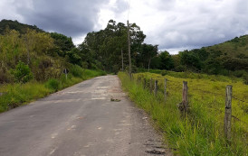 Operação tapa buracos da estrada de ligação entre Guaçuí e o distrito de São Miguel do Caparaó, já encontra-se na fase final..