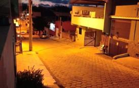 Após 4 meses de escuridão  nas ruas do Pito, lâmpadas são trocadas recentemente, em poucas horas .
