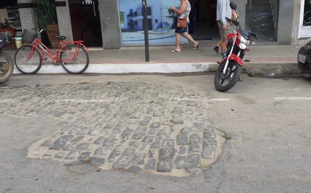 Obra mau acabada em um dos pontos mais importantes de Guaçuí-ES.