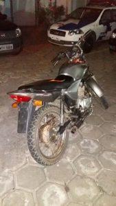 A moto foi recuperada na noite deste domingo.