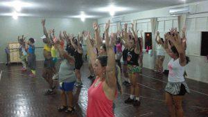 O aulão de dança acontece nesta sexta-feira, às 19 horas, na Praça João Acacinho.