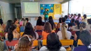 Encontro reuniu profissionais da educação, saúde e pais.