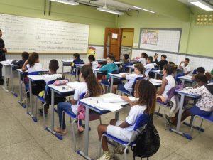 Os professores e pedagogos contratados por meio do novo processo seletivo vão atuar nas escolas da rede pública estadual.