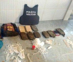Policiais encontraram a droga por meio de denúncia anônima.