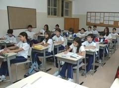 O aluno inadimplente não pode sofrer qualquer penalidade pedagógica.