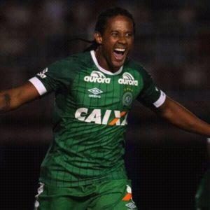 Kempes atuou no time do Estrela, de Cachoeiro.
